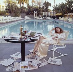 Faye Dunaway's post-Oscar brekkie, March 1977, Photo by Terry O'Neill - PC #vintagesummer