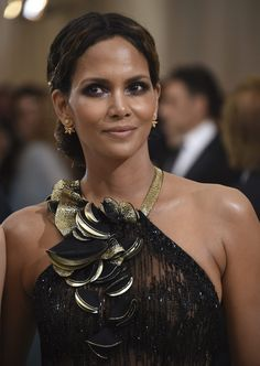 Halle Berry to appear on show celebrating moms - 680 NEWS Hally Berry, Alex Love, Best Actress, Halle, In Hollywood, American Actress, Fashion Models, Berries, Actresses