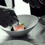 #TradiciónTlaxcala Sopa de maíz con esfera de camarón y aceite de café – Animal Gourmet