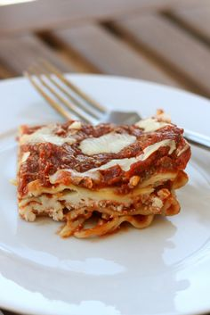 The best lasagna (with three cheeses and thick tomato sauce! So delicious).