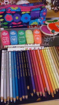 The Organised Artist blog. Caran D'ache artist colour pencils for filofax illustration and decorating .