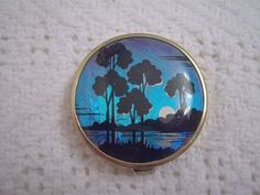 FABULOUS ART DECO T.L.M. THOMAS L MOTT BUTTERFLY WING COMPACT NIGHTSCAPE SCENE with la Vogue tap sharply sifter