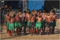 """_MG_9351 Os indios Kraho numa demonstração de corrida de tora no XII Jogos dos Povos Indigenas em Cuiabá, Mato Grosso, Brasil """"o importante não é ganhar e, sim, celebrar"""""""