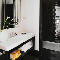 Monochrome Bathroom: Best Walk In Showers Zen Bathroom, Silver Bathroom, Chic Bathrooms, Bathroom Black, Bathroom Ideas, Black White Bathrooms, Monochrome, Black Tiles, Master Bath Remodel