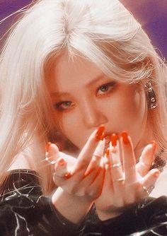 the g is silent Red Aesthetic, Aesthetic Makeup, Kpop Aesthetic, Aesthetic Photo, Kpop Girl Groups, Kpop Girls, K Pop, Pretty Korean Girls, Fandom Kpop