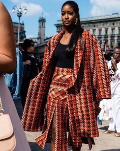4 Factors to Consider when Shopping for African Fashion – Designer Fashion Tips Fashion Line, Fashion Show, Fashion Outfits, Fashion Styles, Fashion Ideas, African American Fashion, Belle Silhouette, Stella Jean, Culottes