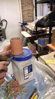 Newest Pic slab Ceramics cups Concepts Hottest Snap Shots Ceramics cups videos Ideas Pottery Plates, Slab Pottery, Pottery Mugs, Ceramic Pottery, Pottery Tools, Slab Ceramics, Ceramics Ideas, Organic Ceramics, Crafts