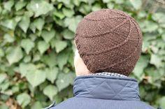 Na vánočním večírku Vlněných sester jsem neodolala klubíčku Malabriga v nádherném odstínu hnědé. Původní plán byl uplést z něj tuhle č... Ravelry, Knitted Hats, Baseball Hats, Knitting, Free, Baseball Caps, Tricot, Breien, Caps Hats