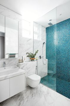 Home Decor Eclectic Modern Colorful Bathroom has never been so Flawless! Since the beginning of the year many girls were looking for our Stylish guide and it is finally got released. Now It Is Time To Take Action! Bathroom Design Luxury, Modern Bathroom Design, Kitchen Design, Bathroom Tile Designs, Bathroom Ideas, Dream Bathrooms, Small Bathrooms, Guest Bathrooms, Modern Bathrooms