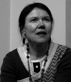 Tämän vuoden runofestivaalitaiteilija on Rosa Liksom, jonka videoteoksista ja valokuvista koostuva Finlandia-trilogia saa Suomen ensiesityksensä Annikin Runofestivaaleilla Tampereella 8.6.2013.