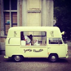 There are some cool ol VW Kombi van ice cream trucks out there. Love this vintage ice cream van. pic by @chefjmgb