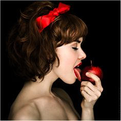 Snow White goes Red by on DeviantArt Fernanda Ferrari, Autumn Rain, Jean Marie, Pin Up Photography, Fashion Photography, Extraordinary People, Go Red, New Hair, Sexy