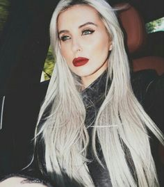 Gorgeous silver grey blonde hair ♥
