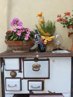 Terrasse. Hotel Pacher. Obervellach Hotels, Tray, Vacation, Patio, Trays, Board