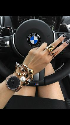 Micah Gianneli en Chillin in my M Watch from kaptenandson bmwau Couple Moto, Alto Car, Car Accessories, Fashion Accessories, Carros Bmw, Bmw Girl, Girls Driving, Gangster Girl, Micah Gianneli