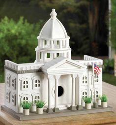 Detailed WHITE HOUSE Stately Manor BIRDHOUSE Complete With Waving AMERICAN FLAG