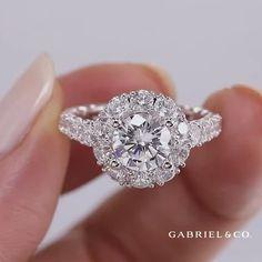 Rose Shaped Engagement Ring, Round Halo Engagement Rings, Classic Engagement Rings, Beautiful Engagement Rings, Beautiful Rings, Gabriel Jewelry, Wedding Rings Vintage, White Gold Rings, Pink Diamond Ring