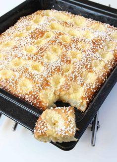 Sockerbulle med vaniljkräm Ca 30 st - Recept från myTaste No Bake Desserts, Delicious Desserts, Yummy Food, Baking Recipes, Cake Recipes, Dessert Recipes, Swedish Recipes, Sweet Recipes, Kolaci I Torte