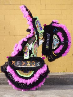 charles_freger_mardi_gras_indians_2014_015 Diy Fashion Looks, Charles Freger, New Orleans Mardi Gras, Black Indians, Weird And Wonderful, Photoshop, Headgear, People Around The World, Birthday Celebration