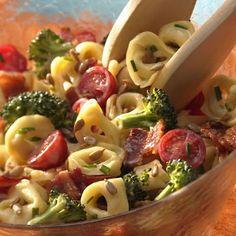 Tortellini, Broccoli and Bacon Salad.wished the hubby liked tortellini :( I might just make it for myself tho! I Love Food, Good Food, Yummy Food, Tasty, Bacon Salad, Bacon Pasta, Soup And Salad, Pasta Salad, Tortellini Salad