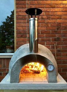 Oven Diy, Diy Pizza Oven, Pizza Oven Outdoor, Four A Pizza, Wood Oven, Porch Garden, Backyard, Patio, Earthship