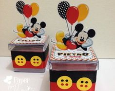 Mickey mouse is surely one of the most chosen themes for the little ones. If you are thinking about a magical and unforgettable Mickey Mouse Party, this pa Theme Mickey, Fiesta Mickey Mouse, Mickey Mouse Parties, Baby Mickey, Mickey Party, Mickey Mouse And Friends, Mickey Minnie Mouse, Mickey Decorations, Mickey First Birthday