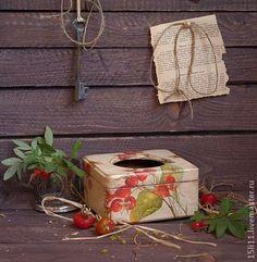 Салфетница `ВЕТКА ШИПОВНИКА`. Эта салфетница сделает уютнее Вашу кухню.