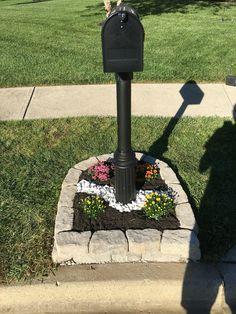 Landscaping around mailbox