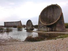 Sound Mirrors at Lade, Dungeness to the south west of Folkestone. Installation Architecture, Sound Installation, Landscape Architecture, Acoustic Barrier, Sound Sculpture, Carl Zeiss Jena, Sound Art, Concrete Structure, Built Environment