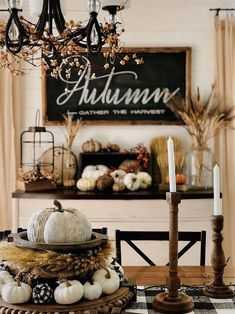 The Best Farmhouse Fall Inspiration- The Best Farmhouse Fall Decor Inspiration – A huge collection of Farmhouse fall decorating ideas that are completely on-trend, showcasing neutral color palettes with natural materials. Fall Door Decorations, Thanksgiving Decorations, Seasonal Decor, Fall Home Decor, Autumn Home, Fall Mantle Decor, Fall Decor Signs, Rustic Fall Decor, Fall Garland