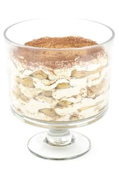 This sumptuous Tiramisu Trifle makes a statement for any party! Layers upon layers of espresso-soaked Italian ladyfinger cookies and tiramisu cream … Tiramisu Trifle, Trifle Desserts, Dessert Recipes, Tiramisu Cookies, Easy Tiramisu Recipe, Cake Truffles, Cupcakes, Layered Desserts, Easy Desserts