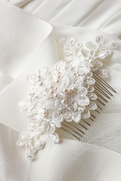 Alencon lace bridal comb_ivory with pearls