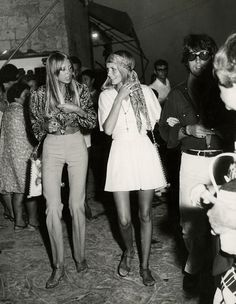 dream big - the60sbazaar:   Pattie Boyd and Twiggy