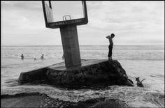 SALVADOR. El Majagual beach. 1985. Salvadoran Civil War, French Photographers, Magnum Photos, Vincent Van Gogh, Black And White, Beach, Photography, Blanco Y Negro, Photograph