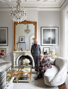 Elle decor living room - Inside Baz Luhrmann and Catherine Martin's Elegantly Theatrical New York Townhouse – Elle decor living room Elegant Home Decor, French Home Decor, Elegant Homes, French Country Interiors, New York Townhouse, Townhouse Interior, Victorian Townhouse, Interior Design Living Room, Living Room Designs