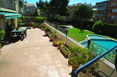 Nice Sunny appartment with swimmingpool, 15 min from Barcelona center