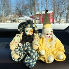 small but knowing clown : Photo Circus Aesthetic, Pierrot Clown, Vintage Clown, Vintage Carnival, Vintage Halloween, Porcelain Dolls Value, Cute Clown, Clowning Around, Look At You