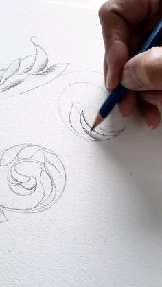Flower Design Drawing, Flower Drawing Tutorials, Flower Drawings, Cool Art Drawings, Pencil Art Drawings, Art Drawings Sketches, Sketch Painting, Watercolour Painting, Gravure Metal