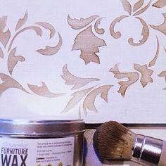 Cenefas decorativas hechas con stencil y cera de Autentico Paint por @ilcondottiero #autenticopaintspain #autenticochalkpaint #chalkpaintes #autenticospain #autenticopaint #pinturanatural #ecofriendly #naturalpaint #chalkpaint