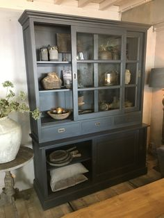 Furniture Makeover, Colorful Interiors, China Cabinet, New Homes, Dining Room, Storage, House, Kitchen Ideas, Home Decor