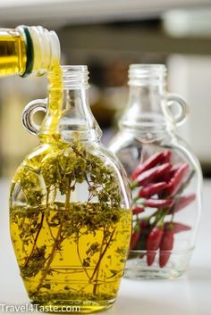 Flavored Olive Oil, Flavored Oils, Infused Oils, Deco Buffet, Spices And Herbs, Spice Blends, Stuffed Hot Peppers, Olives, Food Gifts