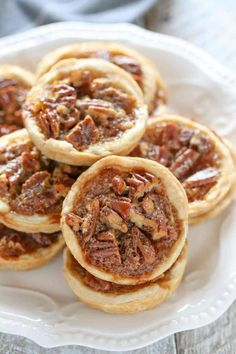 These Mini Pecan Pies are easy to make and can also be made ahead of time. These are the perfect mini treat for Thanksgiving too! mini pecan pies INGREDIENTS 1 pie crust (store-bought or … Pecan Recipes, Top Recipes, Dessert Recipes, Cooking Recipes, Cooking Ideas, Easy Pecan Tassies Recipe, Pecan Cups Recipe, Southern Pecan Pie Recipe, Pecan Pie Tarts Recipe