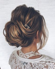 Chic bridal updo hairstyle,wedding hairstyles ,messy updo ,upstyle, updos,wedding hairstyle ideas, wedding updo hairstyles #hairstyles #updo