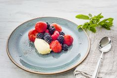 Recipes from Wimbledon: Strawberries and blackberries with clotted cream - The Championships, Wimbledon 2016 - Official Site by IBM Wimbledon Strawberries And Cream, Wimbledon 2016, Great Recipes, Healthy Recipes, British Summer, Clotted Cream, Cute Cookies, Blackberries, Summer Desserts