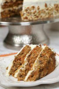 Ciasto Marchewkowe Z Orzechami Wloskimi Przelozone Kremem Na Bazie