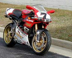 Ducati 996R Chilli rep. Does not come with bathrobe. I f you do not understand then you do not know your Ducati's.