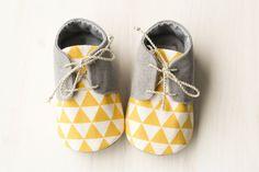 Jongen babyslofjes baby jongen cadeau gele door MartBabyAccessories