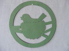 """Sie kaufen hier ein selbstgebasteltes Fensterbild  aus Tonkarton. """"Vogel beim brüten """"   Durchm. ca. 18 cm Farbe: Grün  Versand- und Verpackungskosten: Deutsche Post Brief 2,20 € (Die..."""
