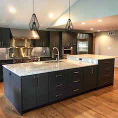 One Wall Kitchen, Home Decor Kitchen, Kitchen Interior, Kitchen Design Open, Contemporary Kitchen Design, Modern Kitchen Cabinets, Kitchen Cabinet Colors, Casa Retro, Kitchen Remodel
