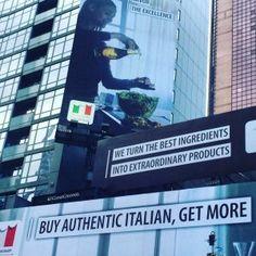 Al via la campagna di promozione del governo a sostegno del wine&food nazionale. Il segno unico distintivo del cibo italiano sugli schermi di Times Square